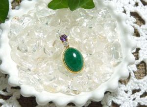 【ガイアフォース】エメラルドとアメジストとダイヤモンドのK18ペンダント(svpe002)