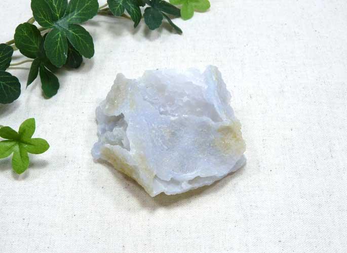 マラウィ産ブルーカルセドニーの原石