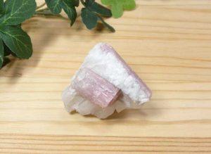ブラジル産 ピンクトルマリン 結晶付き原石(gem-pt004)