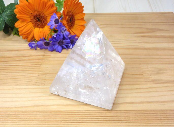 クリスタルピラミッド
