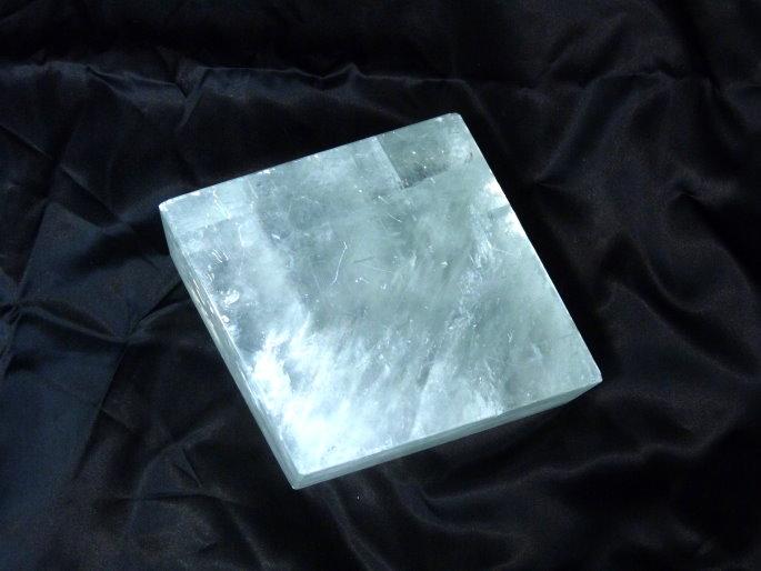 ビッグサイズのオプティカルホワイトカルサイト